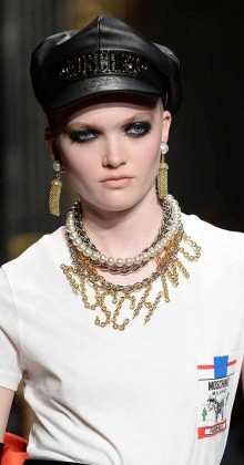 moschino-fall-winter-2016-17-womens-logo-necklace-leather-cap-makeup