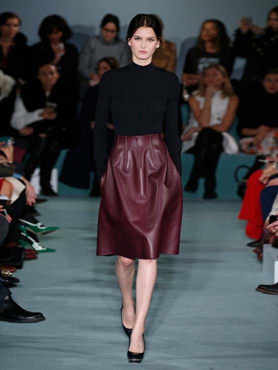 oscar-de-la-renta-fall-2016-winter-2017-rtw-collection-dresses (16)-burgundy-leather-skirt