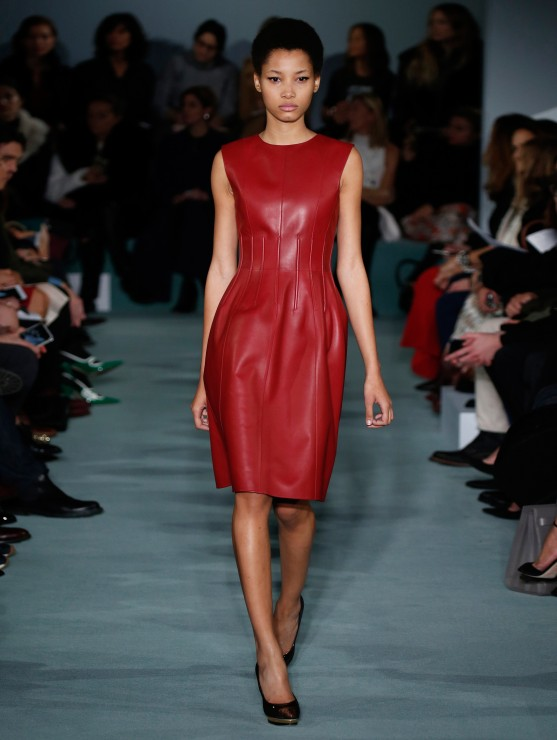 oscar-de-la-renta-fall-2016-winter-2017-rtw-collection-dresses (18)-red-leather-dress