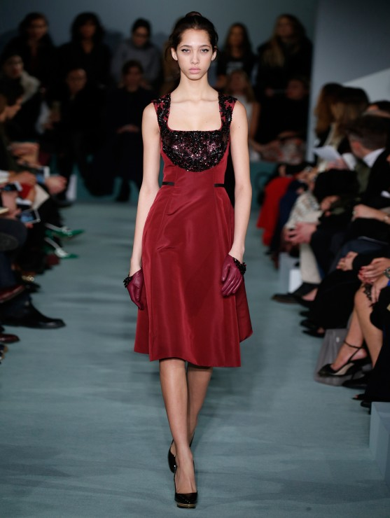 oscar-de-la-renta-fall-2016-winter-2017-rtw-collection-dresses (25)-red-tunic-dress-sequin
