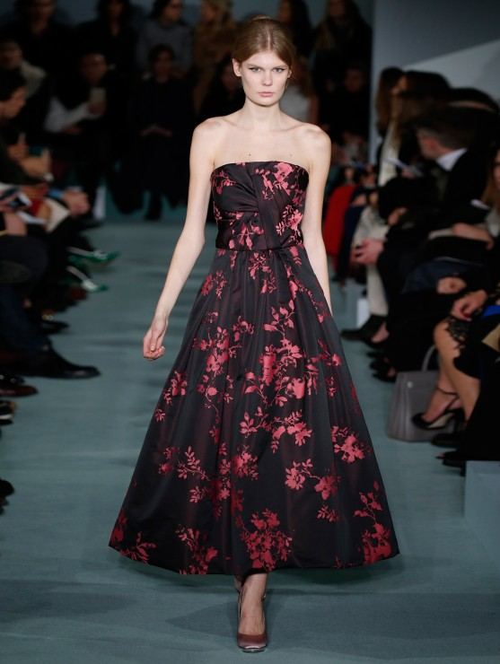 oscar-de-la-renta-fall-2016-winter-2017-rtw-collection-dresses (47)-red-black-midi-dress-strapless-best