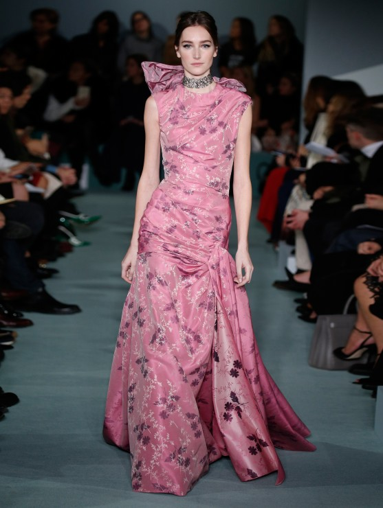 oscar-de-la-renta-fall-2016-winter-2017-rtw-collection-dresses (48)-pink-gown-ruched-back-detail