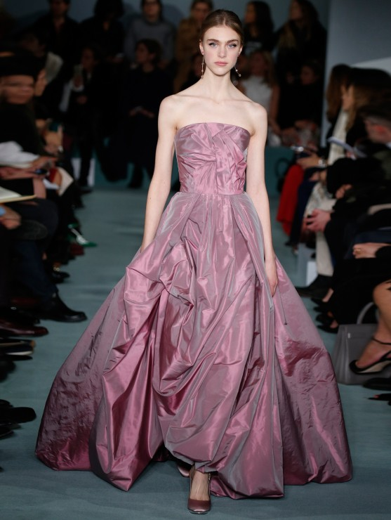 oscar-de-la-renta-fall-2016-winter-2017-rtw-collection-dresses (49)-pink-sheen-gown-strapless