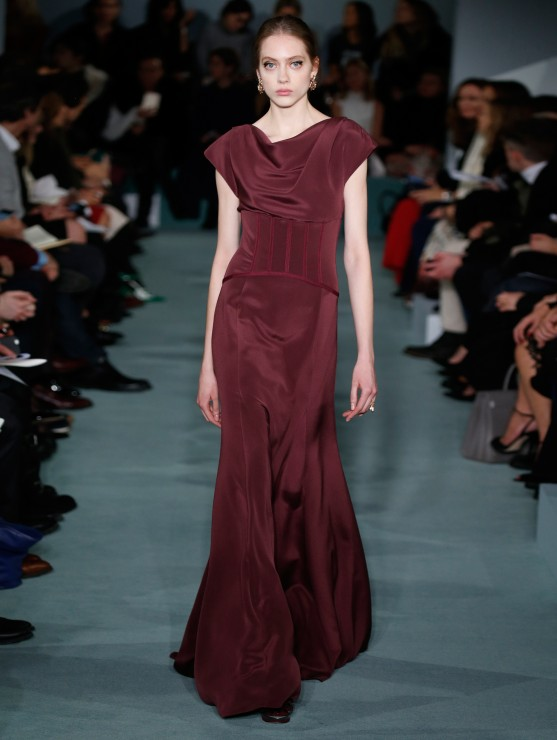 oscar-de-la-renta-fall-2016-winter-2017-rtw-collection-dresses (50)-burgundy-gown