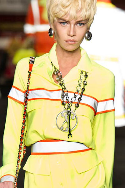 top-latest-spring-summer-2016-jewelry-trends-ss16-moschino-long-chain-necklace