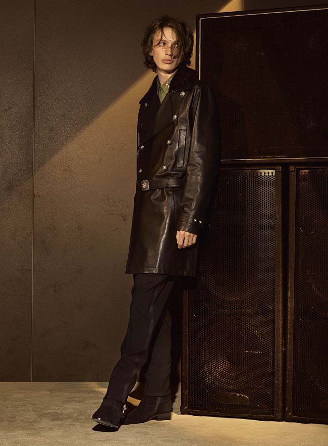 versus-versace-fw16-latest-collection-fashion-fall-winter-2016-outfit (6)-mens-leather-jacket-chocolate-brown