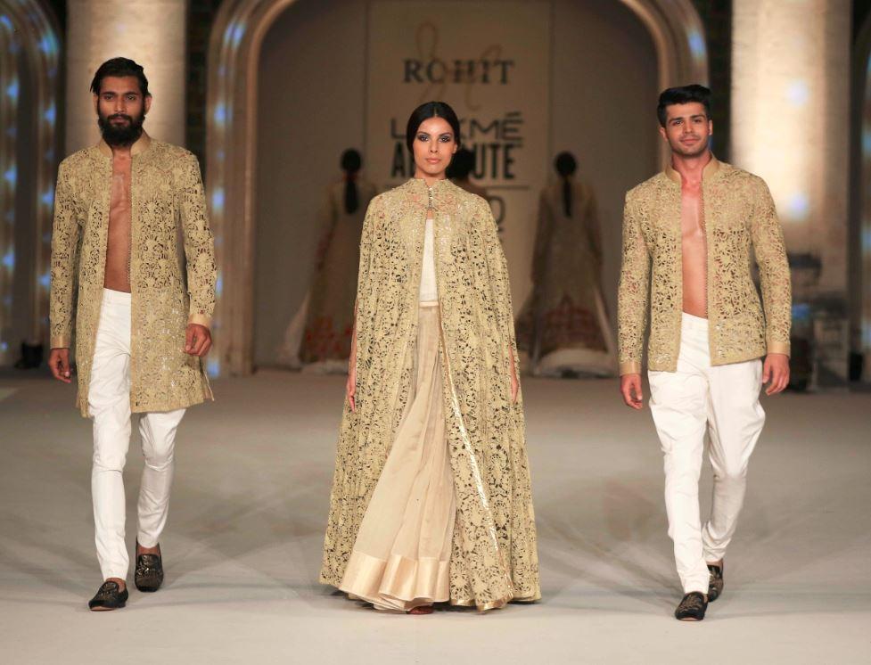 4-Grand-Finale-Rohit-Bal-Lakme-Fashion-Week-2016-show-spring-summer-couture-designer-gold-lehenga