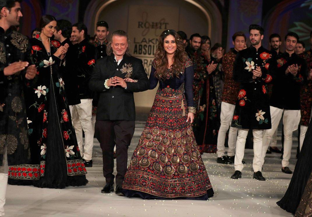 6-Kareena-Kapoor-Rohit-Bal-showstopper-dress-lakme-fashion-week-show-spring-summer-2016