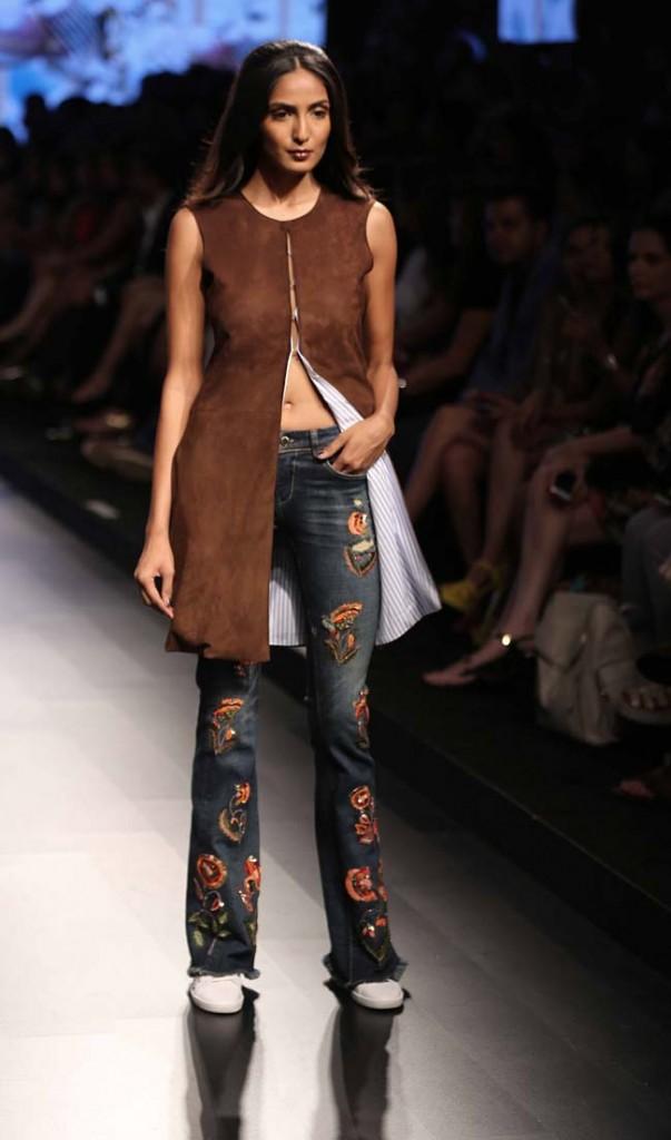 Monisha-Jaising- lakme-fashion-week-summer-resort-ss-2016-embroidered-flared-jeans
