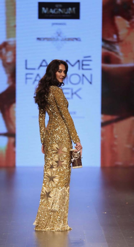 ShowStopper-lisa-Haydon- Monisha-Jaising- lakme-fashion-week-summer-resort-ss-2016-gold-dress-outfit
