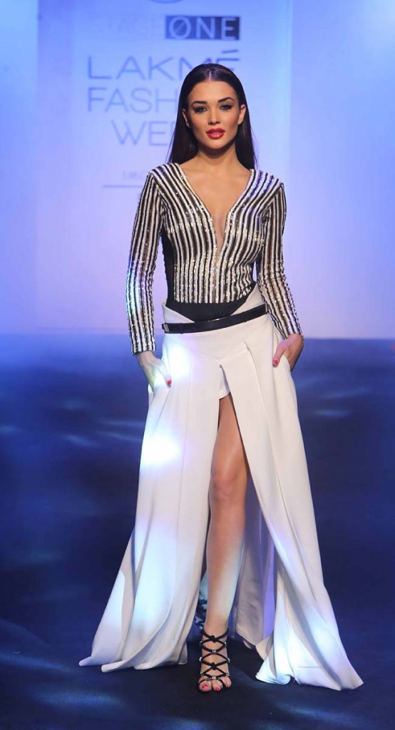 Showstopper-Amy -Jackson-LFW-SR-2016-karn-malhotra-lakme-fashion-week-dress-white-skirt-summer-resort