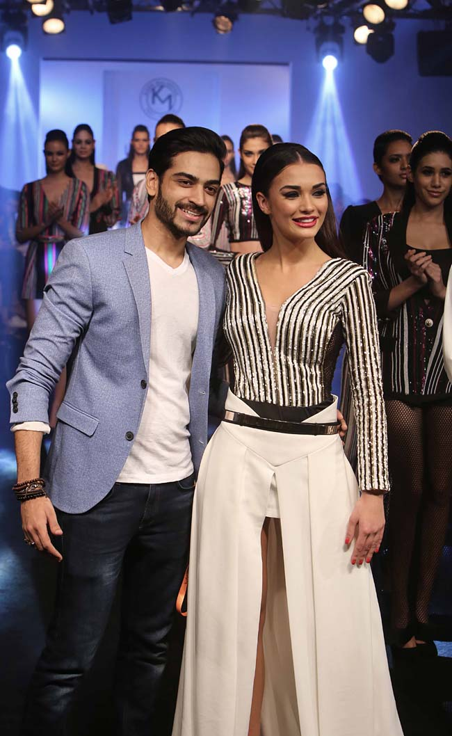 fashion-Designer-Karn-Malhotra-Showstopper-Amy-Jackson-LFW SR-16-finale-dress