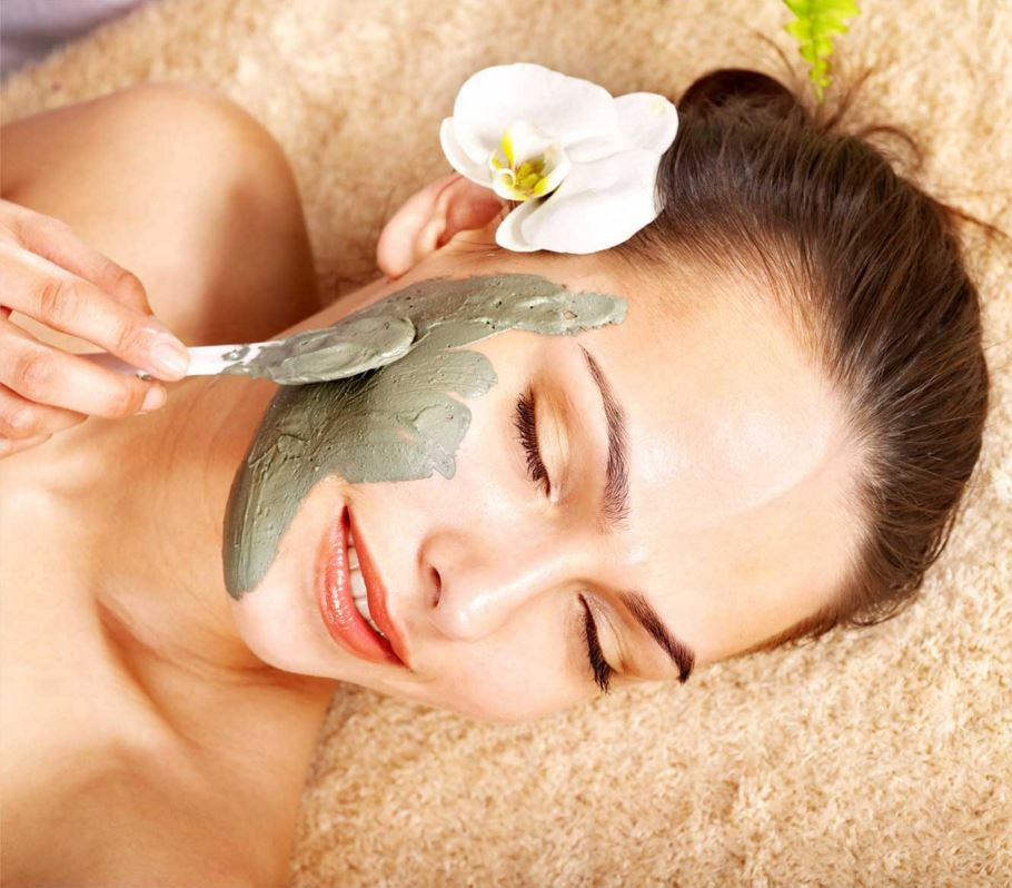how-to-get-rid-of-tan-in-the-summer-tips-skin-care-homemade-face-pack-honey-multani-mitti