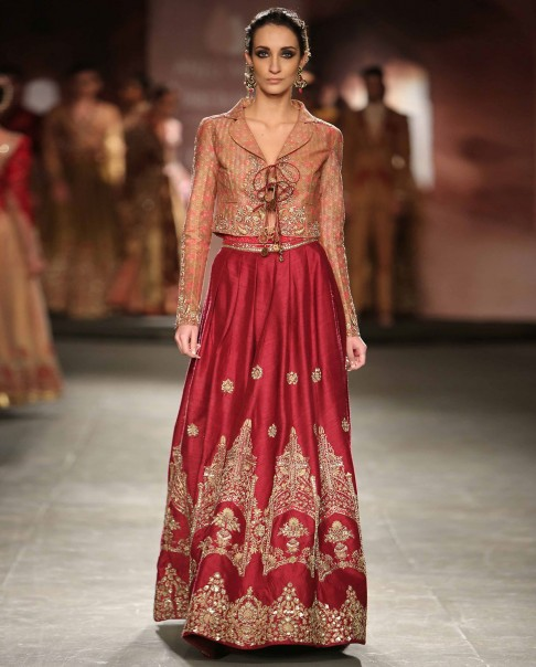 indian-bridal-wedding-lehengas-latest-designs-anju-modi-red-lancha-crop-jacket