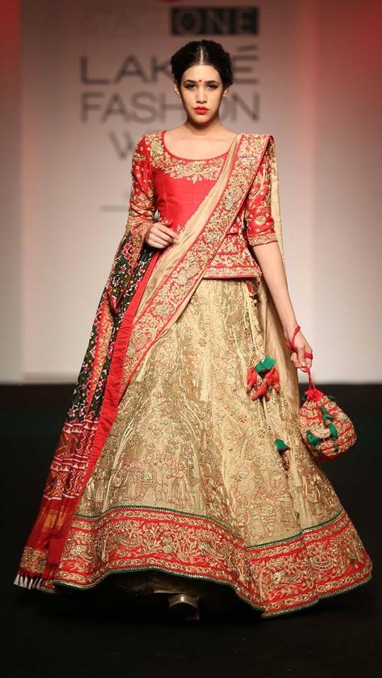 indian-bridal-wedding-lehengas-latest-designs-red-lancha-gold-designer-Saroj-Jalan
