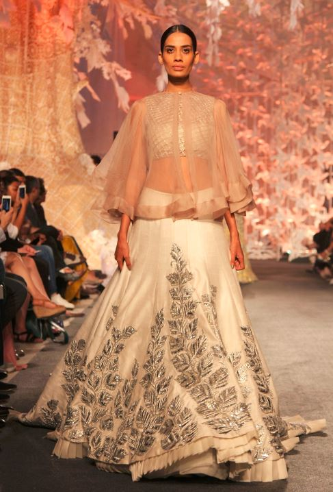 What to Wear to an Indian Engagement Ceremony: Engagement Dresses