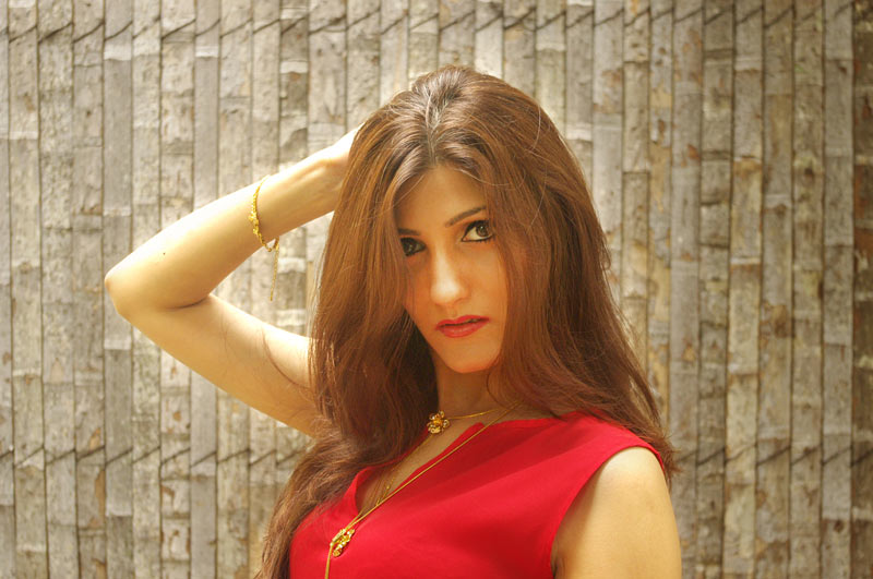indian-fashion-blogger-shilpa-ahuja-pose-photo-shoot-style-sexy-hot-pics-makeup