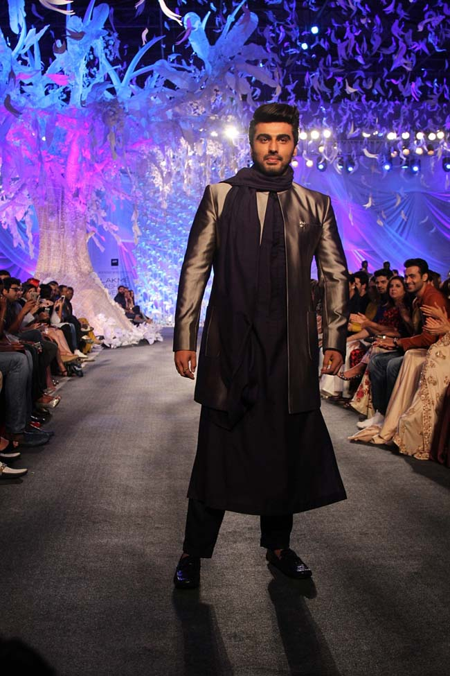 manish-malhotra-spring-summer-2016-couture-fashion-show-Arjun Kapoor- ELEMENTS-Collection_LFW