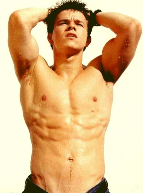 mark-wahlberg-best-hollyood-actor-six-pack-6pack-topless-hot-male-everglow