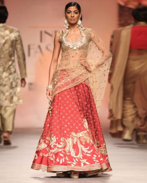 red-bridal-lehenga-designs-latest-2016-trends-golden-embroidery-short-choli-designer-siddartha-tytler-net-duppatta