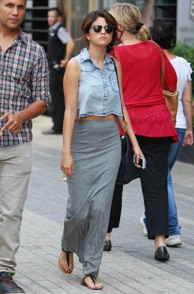 selena-gomez-street-style-blue-jeans-top-grey-wrap-around