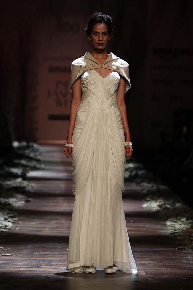shantanu-nikhil-aw16-dress-aifw-amazon-india-fashion-week-2016-autumn-winter gown (1)-white-cape