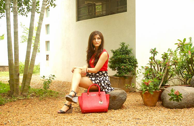 shilpa-ahuja-red-top-polka-dot-navy-skirt-look-summer-style-what-to-pair-with-red-bag
