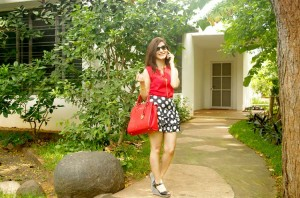 shilpa-ahuja-red-top-what-to-wear-with-polka-dot-black-mini-skirt-casual-style-look