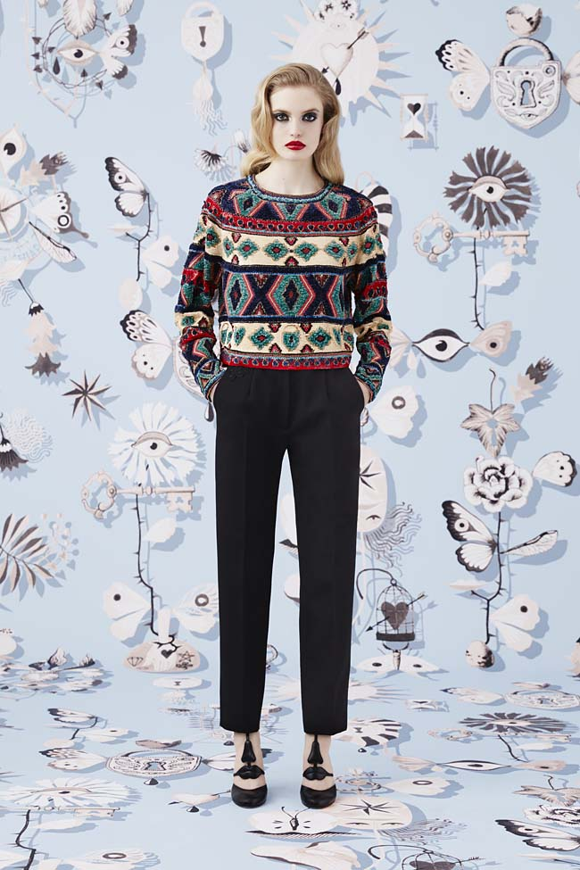 Schiaparelli_Fall-2016_winter-2017-outfit-look-collection-black (11)-crop-trousers-sweater