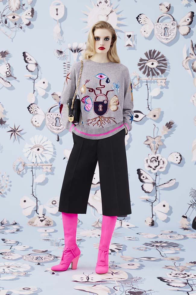 Schiaparelli_Fall-2016_winter-2017-outfit-look-collection-black (16)-culottes-pink-boots
