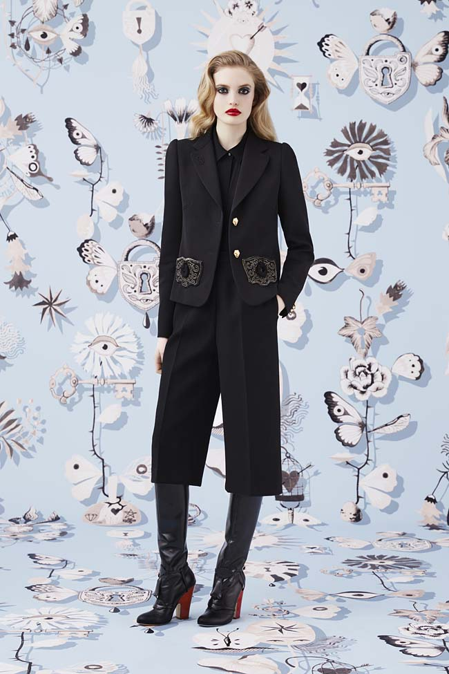 Schiaparelli_Fall-2016_winter-2017-outfit-look-collection-black (7)-crop-pants-jacket-formal