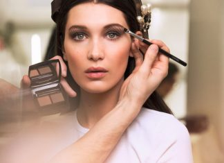 bella-hadid-chanel-makeup-fall-winter-2016-rtw-fashion-show-backstage-beauty-eyeshadow-eye