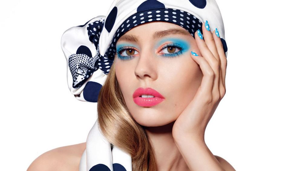 best_top_lip_colors_summer_2016_lipstick_shades-dior-milky-dot-blue-eyeshadow-model