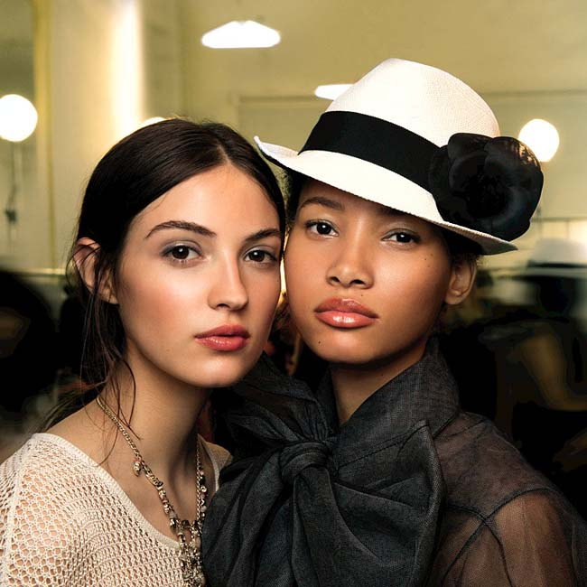 chanel-cruise-2016-17-collection-fashion-show-backstage-beauty-makeup-hat