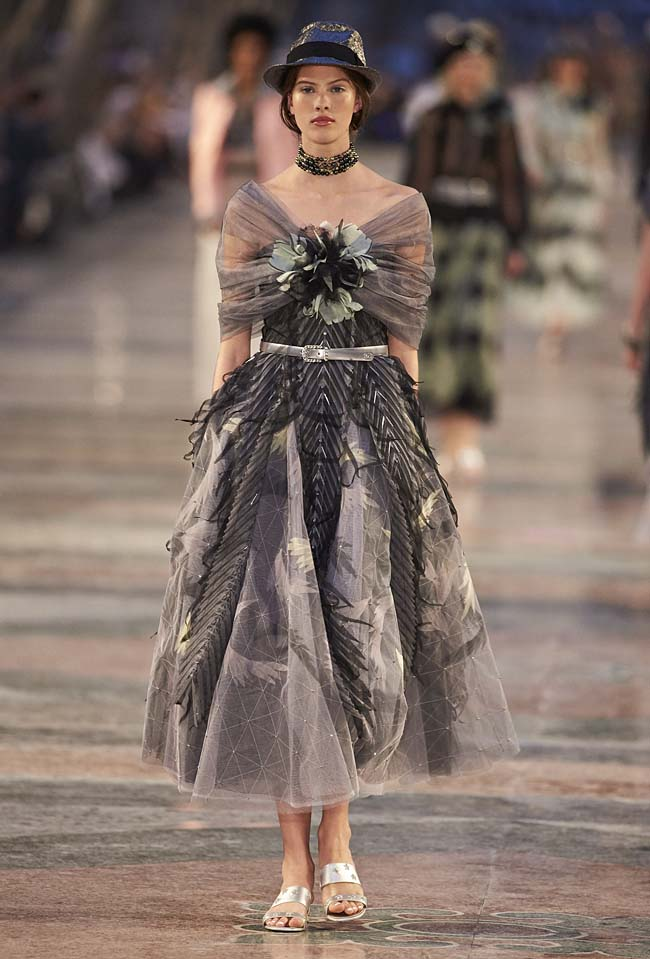 chanel-cruise-collection-fashion-show-2016-16-colorful-dresses-outfit (11)