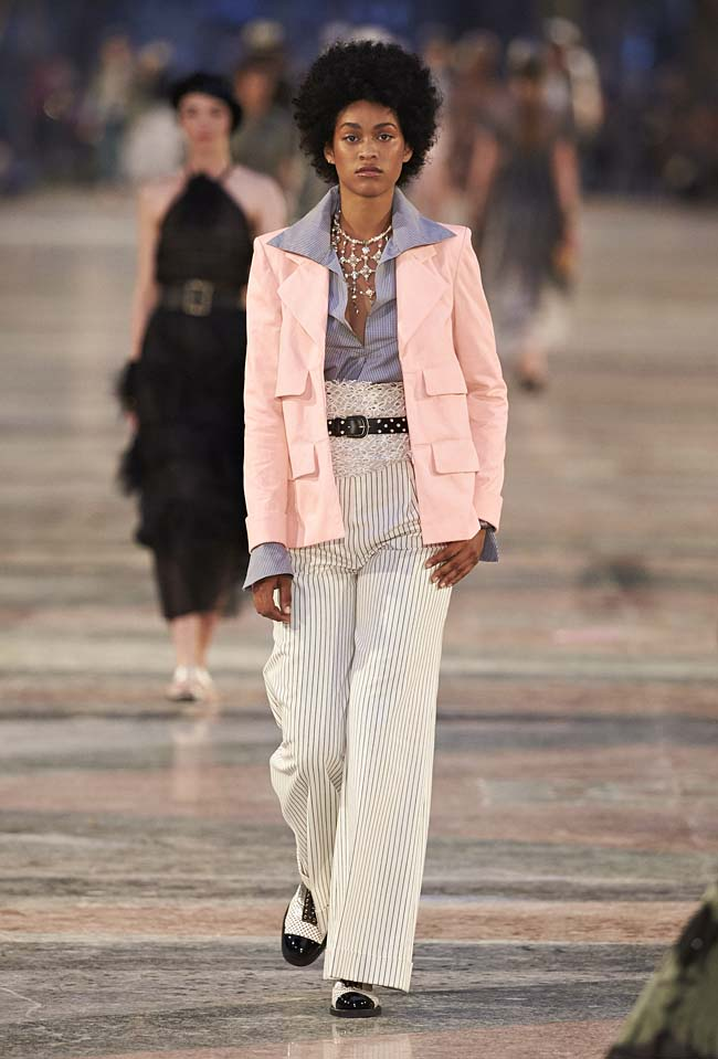 chanel-cruise-collection-fashion-show-2016-16-colorful-dresses-outfit (13)