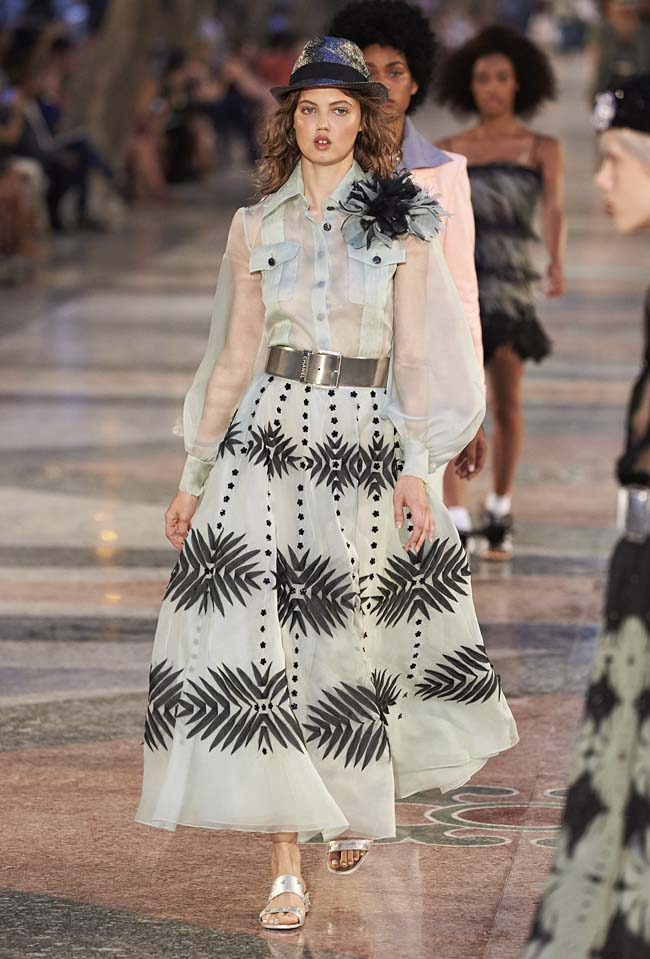 chanel-cruise-collection-fashion-show-2016-16-colorful-dresses-outfit (16)
