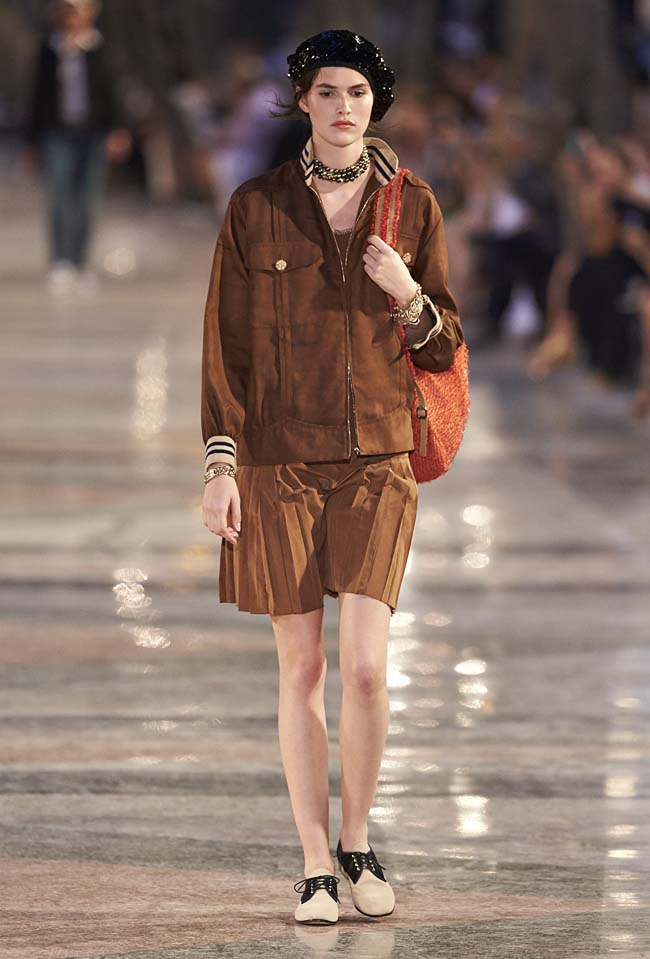 chanel-cruise-collection-fashion-show-2016-16-colorful-dresses-outfit (25)