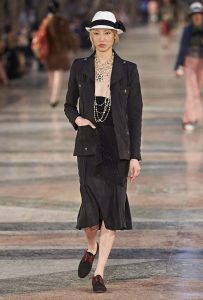 chanel-cruise-collection-fashion-show-2016-16-colorful-dresses-outfit (27)
