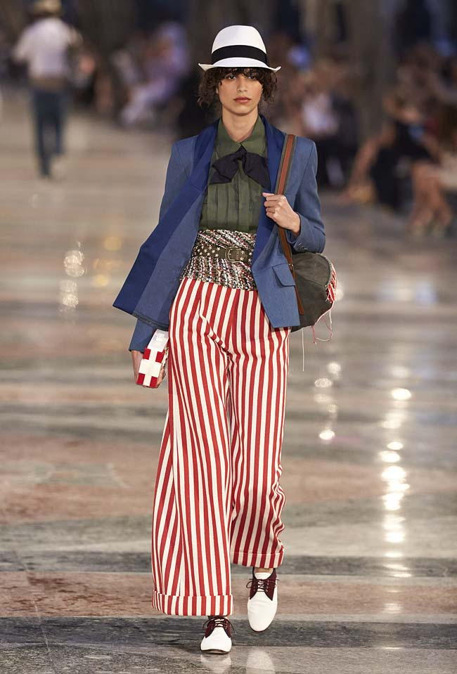 chanel-cruise-collection-fashion-show-2016-16-colorful-dresses-outfit (29)