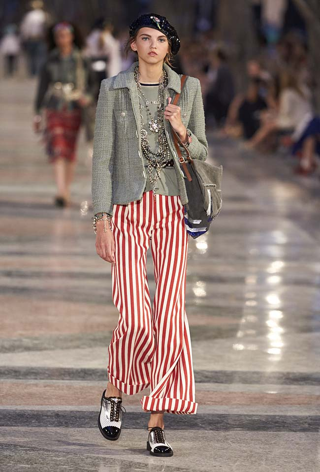chanel-cruise-collection-fashion-show-2016-16-colorful-dresses-outfit (30)