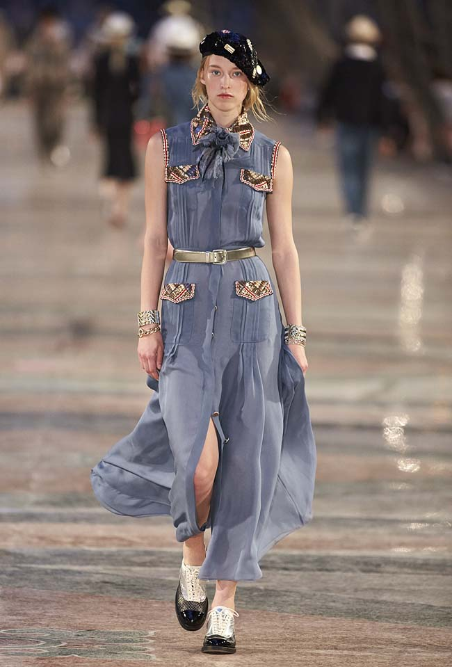 chanel-cruise-collection-fashion-show-2016-16-colorful-dresses-outfit (32)