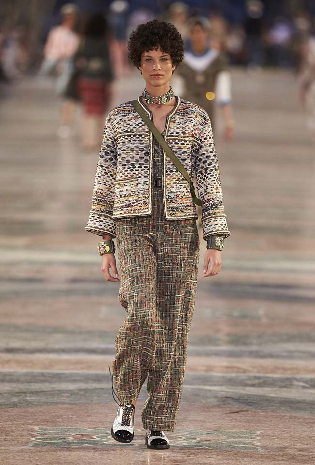 chanel-cruise-collection-fashion-show-2016-16-colorful-dresses-outfit (35)