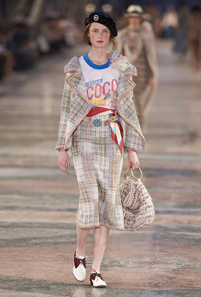 chanel-cruise-collection-fashion-show-2016-16-colorful-dresses-outfit (37)