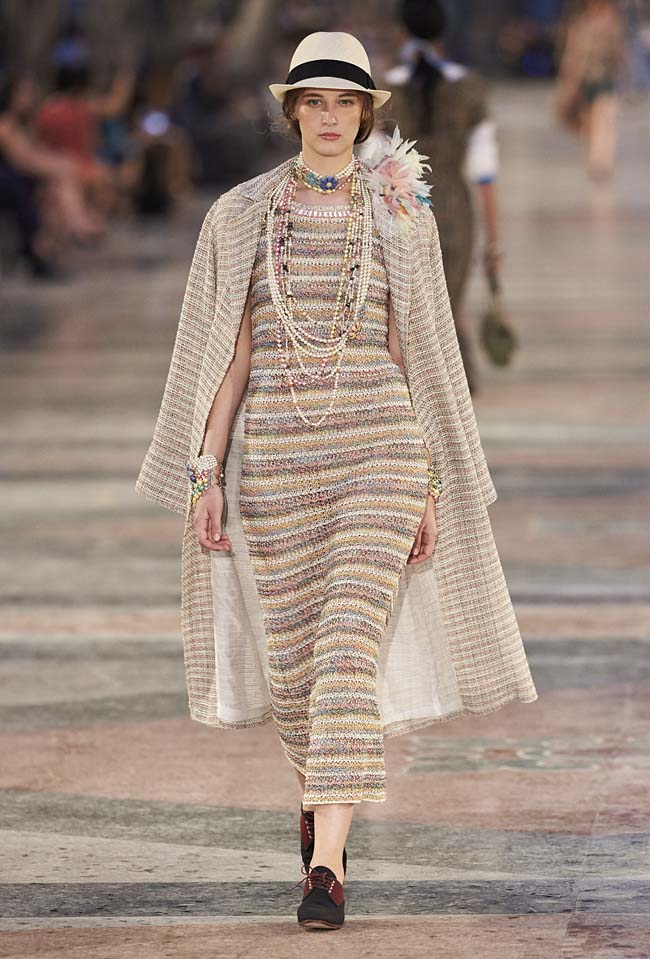 chanel-cruise-collection-fashion-show-2016-16-colorful-dresses-outfit (38)