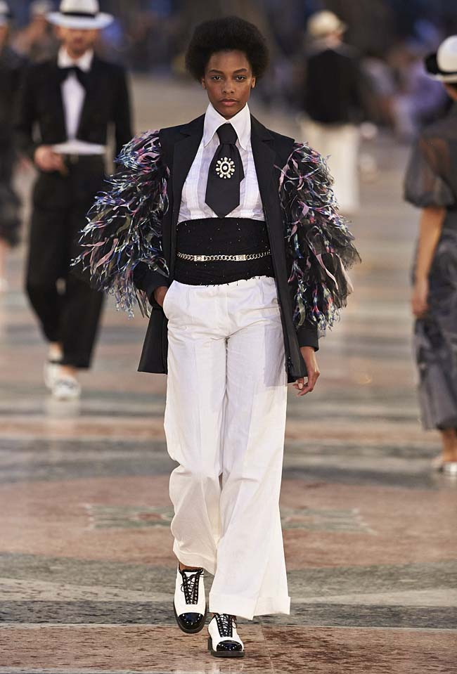 chanel-cruise-collection-fashion-show-2016-16-colorful-dresses-outfit (4)-menswear-inspired