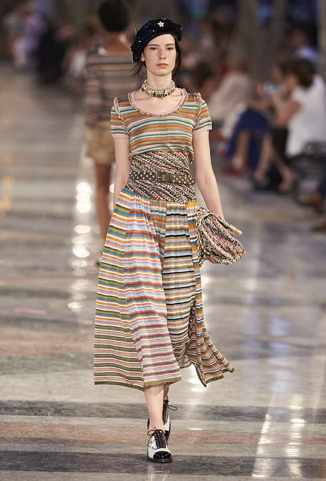 chanel-cruise-collection-fashion-show-2016-16-colorful-dresses-outfit (42)