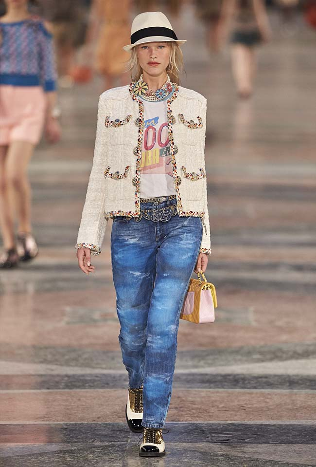 chanel-cruise-collection-fashion-show-2016-16-colorful-dresses-outfit (44)
