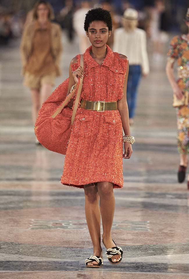 chanel-cruise-collection-fashion-show-2016-16-colorful-dresses-outfit (47)