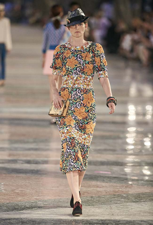 chanel-cruise-collection-fashion-show-2016-16-colorful-dresses-outfit (48)